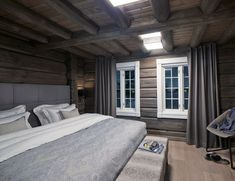 Benefits Of Using Interior Wood Doors Rustic House Plans, Winter Cabin, Home Trends, Beautiful Bedrooms, Interior Design Living Room, Rustic Decor, Interior Architecture, New Homes, Modern