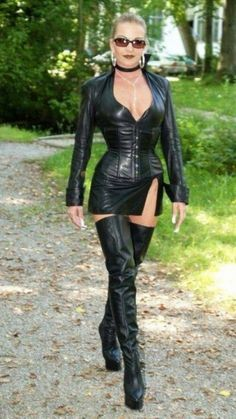 Midi Skirt Outfit, Skirt Outfits, Crazy Outfits, Sexy Outfits, Sexy Older Women, Sexy Women, Mode Latex, Frauen In High Heels, Leder Outfits