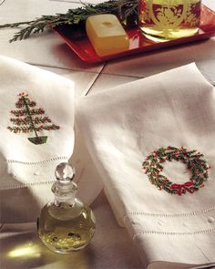 Download this Christmas wreath and Christmas tree embroidery design plus 5 Christmas quilt patterns FREE!