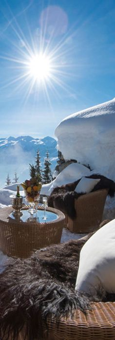 Les Trois Couronnes Luxus Ski Hotel in der Schweitz. Den passenden Koffer für eure Reise findet ihr bei uns: https://www.profibag.de/reisegepaeck/