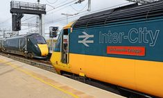 """""""The old and new at Reading on as 43002 waits to head west as its eventual replacement, 800034 arrives with a London-bound train. Electric Locomotive, Diesel Locomotive, Train Room, British Rail, Old Trains, Speed Training, Power Cars, Buses, Bananas"""