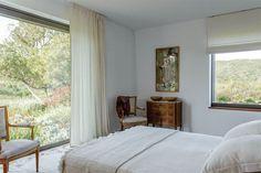 La cama tiene una manta de algodón natural (La Urraca)