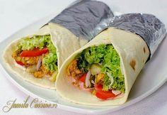 Shaorma de pui – reteta video via @JamilaCuisine Beef Recipes, Salad Recipes, Chicken Recipes, Cooking Recipes, Shawarma Recipe Beef, Schawarma Rezept, Tacos And Burritos, Romanian Food, Middle Eastern Recipes
