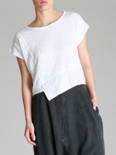 LINEN T-SHIRT, WITH GREAT SEAMS AND HEM INTEREST