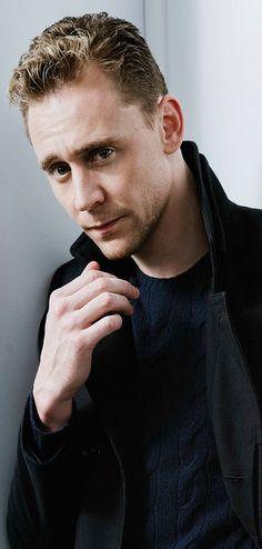 Tom Hiddleston photographed by Jeff Vespa during the 2015 Toronto Film Festival on September 14, 2015. Full size image [UHQ]: http://ww1.sinaimg.cn/large/80336770gw1ewp5qak1s4j21kw2d91jm.jpg Source: Torrilla, Weibo