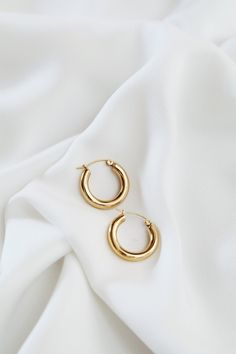 DETAILS SIZING & CARE Fall in love with the gorgeous minimal Lolun Hoops all year round. - Gold-plated alloy FIT- One SizeCARE - Keep jewelry dry at all times, always avoid contact with chemicals. Keep Jewelry, Cute Jewelry, Jewelry Making, Unique Jewelry, Craft Jewelry, Jewelry Case, Vintage Jewellery, Jewelry Stores, Sterling Silver Jewelry