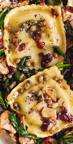 Ravioli with Spinach, Artichokes, Capers, Sun-Dried Tomatoes. Vegetables are sautéed in garlic and olive oil. Make with vegan ravioli to veganize! Vegetarian Recipes, Cooking Recipes, Healthy Recipes, Beef Recipes, Cooking Fish, Cooking Bacon, Fast Recipes, Cooking Games, Healthy Fats