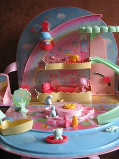 Little Twin Stars 1984 Playset by Siri_Mae_doll Retro Toys, Vintage Toys, Pochacco, Birthday Wishes For Myself, Japanese Toys, Dollhouse Toys, Polly Pocket, Little Twin Stars, Cute Cars