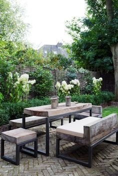 Such a perfect combination of modern rustic and garden charm.
