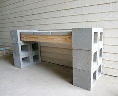 betonsteine und holz für bank bauen