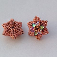 """I'm so in love with these #postearrings . #seedbeads #beads #beaded #beading #bead #flowers #flower #dragonscalebeads #delicabeads #miyuki #peach…"""