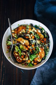This autumn acorn squash bowl is the perfect embodiment of fall, with warming spices, rich flavors, and contrasting textures.