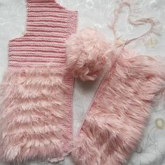 How to Crochet Cuffed Baby Booties - Crochet Ideas Booties Crochet, Crochet Baby Sandals, Hat Crochet, Crochet Baby Blanket Sizes, Crochet Baby Mittens, Baby Knitting Patterns, Knitting For Kids, Blanket Patterns, Baby Hut