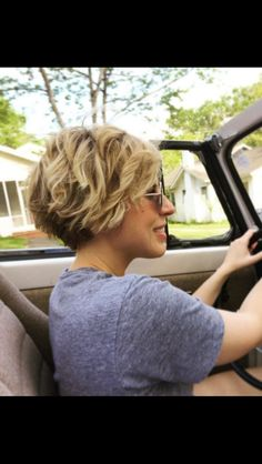 visit for more Erin from Home Town on HGTV has super cute short hair! The post Erin from Home Town on HGTV has super cute short hair! appeared first on kurzhaarfrisuren. Short Thin Hair, Short Hair Cuts, Cute Short Hair, Short Wavy Pixie, Edgy Pixie Cuts, Curly Pixie, Curly Afro, Hair Styles 2016, Curly Hair Styles