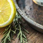 Drink This Himalayan Salt Lemonade to Stop Migraines - Healthstasy Dandruff Remedy, Migraine Remedy, Banana Face Mask, Organic Yogurt, Lemon Uses, Eating Bananas, Himalayan Pink Salt, Food Shows, Blue Berry Muffins