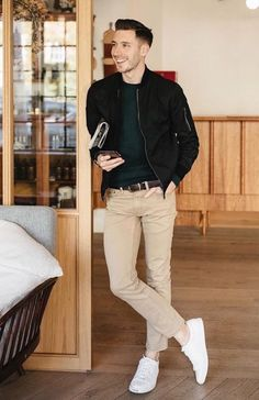 Why mens fashion casual matters? But what are the best mens fashion casual tips out there that can help you […] Outfit Hombre Casual, Casual Fall Outfits, Men Casual, Stylish Outfits, Spring Outfits, Casual Styles, Casual Jeans, Men's Casual Fashion, Man Style Casual