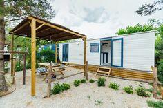 Mobil Home de alquiler en el camping situado en la Costa Dorada. Pergola, Outdoor Structures, Navy, Camper Van, El Dorado, Hale Navy, Outdoor Pergola, Old Navy, Navy Blue