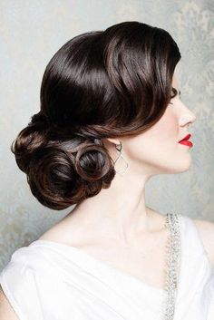 Vintage Hairstyles For Prom Dark hair, curls, wedding hair, low side chignon. By Vivian Makeup Artist. Wedding Hairstyles For Long Hair, Wedding Hair And Makeup, Bride Hairstyles, 1920s Wedding Hair, Gorgeous Hairstyles, Retro Hairstyles, Hairstyles Haircuts, Hairstyles With Side Bangs, Vintage Wedding Makeup