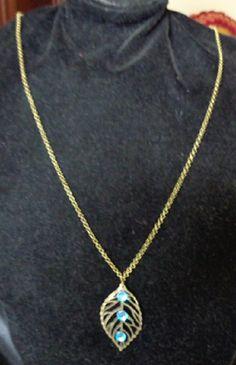 Collier réversible Feuille bronze. Un côté avec 3 strass bleus et l'autre avec 3 strass transparents