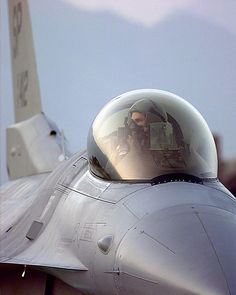 This photo makes the F-16 cockpit look kinda cozy. I've heard it's not that bad.