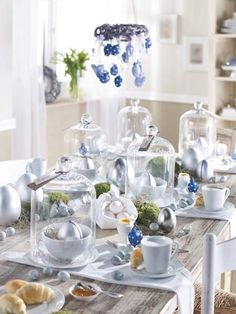 This is a magnificent site with beautiful ideas for elegant displays with a taste of class that should be accompanied with every Easter.