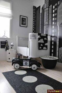 Love these black and white nursery decor ideas for a little boys room! #boysnursery #babynursery #blackandwhitedecor #kidsroom www.kidsdinge.com