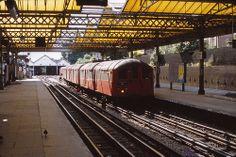 1938 stock Queens Park London Underground Train, London Underground Stations, Vintage London, Old London, London Transport, Public Transport, Tube Train, Metro Subway, U Bahn