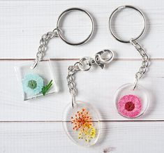 Carry a bit of springtime wherever you go with DIY Resin Flower Keychains - dried flowers suspended in resin and used for a custom keychain Diy Resin Crafts, Bead Crafts, Diy Crafts For Kids, Crafts To Sell, Fun Crafts, Paper Crafts, Handmade Keychains, Diy Keychain, Keychain Ideas