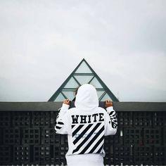 """2,384 Me gusta, 22 comentarios - @worldofstreetstyle en Instagram: """"Black and White ⚫⚪ By @kikukjr"""" Best Street Outfits, Cool Outfits, White Tumblr, Men Street, Street Wear, Streetwear Fashion, Streetwear Brands, Off White, Black And White"""