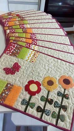 New patchwork patterns place mats ideas Mug Rug Patterns, Patchwork Patterns, Patchwork Bags, Quilt Block Patterns, Patchwork Quilting, Quilt Blocks, Table Runner And Placemats, Table Runner Pattern, Quilted Table Runners
