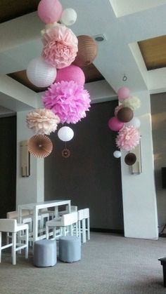 Use tissue paper pom poms (tissue paper or tissue paper) to . Festa Party, Diy Party, Festa Pin Up, Birthday Decorations, Wedding Decorations, Bridal Shower, Baby Shower, Paper Pom Poms, Ideas Para Fiestas