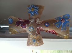 Retro cross burlap hanger