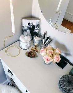 (paid link) burgundy makeup look s Beauty #burgundymakeuplook Make Up Storage, Storage Ideas, Storage Jars, Storing Makeup Brushes, A Spoonful Of Style, Makeup Desk, Makeup Tables, Unique Wedding Hairstyles, Vanity Organization