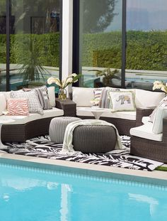 Comfortable cushioned pieces in circular formation make it easy for the Pasadena Modular Collection to create the ultimate open-air chat room. Complete the arrangement with end tables, an ottoman, a fire table, a gathering table or an umbrella table. High-quality wicker fibers are woven over powdercoated aluminum frames. Included Sunbrella® cushions have mesh bottoms for quick-drying convenience.