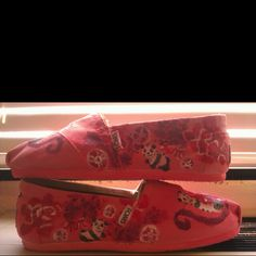 TOMS decorated in the AOII Lilly print