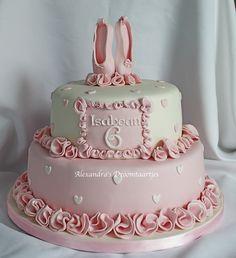 Ballet taart / ballet cake Ik heb de PME natural food colour gebruikt voor het kleuren van de fondant.