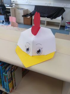 hen cap/ bone galinha