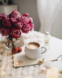 10 reasons why you should drink Black Coffee Coffee And Books, Coffee Love, Coffee Art, Coffee Break, Morning Coffee, Coffee Cups, Coffee Photography, Tips & Tricks, Coffee Recipes