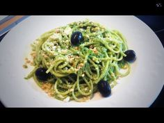 Pasta con salsa Pesto casera - Spaghetti with homemade Pesto sauce