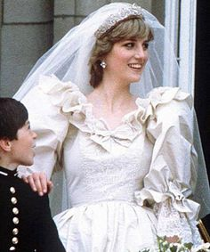 July Lady Diana Spencer marries Prince Charles at St. Paul's Cathedral in London. So lovely. Diana Wedding Dress, Princess Diana Wedding, Princess Diana Fashion, Princess Diana Family, Princess Diana Pictures, Wedding Dresses, Royal Brides, Royal Weddings, Royal Wedding 1981