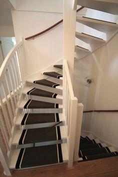 Open trap met traptredes van tapijt als loper for Open trap renovatie