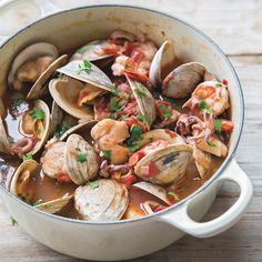 Dutch Oven Recipes - Italian Shellfish Stew - Easy Ideas for Cooking in Dutch Ovens - Soups, Stews, Chicken Dishes, One Pot Meals and Recipe Ideas to Slow Cook for Easy Weeknight Meals Fish Recipes, Seafood Recipes, Soup Recipes, Cooking Recipes, Healthy Recipes, Clam Recipes, Dutch Oven Recipes, Italian Recipes, Italian Foods