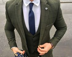 The Olive Green Suit Trend Mens Fashion Suits, Mens Suits, Olive Green Suit, Hipster Outfits, Casual Outfits, Gentleman Style, Wedding Suits, Men Dress, Classic Fashion