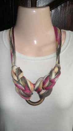collar african style collar trapillo,aro de madera tejido a mano
