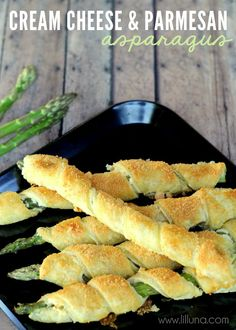 Cream Cheese and Parmesan Asparagus. An easy hors d'oeuvre for a party! #appetizers