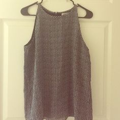Houndstooth Tank Top Blouse! Houndstooth high neck blouse with fly away detail at back. In perfect condition, worn once. Perfect for Alabama football game days! Banana Republic Tops Blouses