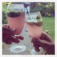 Fetgnu Mojito, Alcoholic Drinks, Beverages, Hurricane Glass, Glass Of Milk, Vegetables, Tableware, Starters, Food