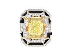 Chanel Joaillerie bague Morning in Vendôme http://www.vogue.fr/mariage/bijoux/diaporama/bagues-de-fiancailles-diamants-jaunes-solitaires/20130/image/1045092#!chanel-joaillerie-bague-morning-in-vendome-solitaire-diamant-jaune