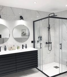 Banheiro preto e branco: 50 dicas e inspirações Bathroom Goals, Dream Bathrooms, Master Bathrooms, Small Bathrooms, White Bathrooms, Beautiful Bathrooms, Black And White Bathroom Ideas, Modern Luxury Bathroom, Farmhouse Bathrooms