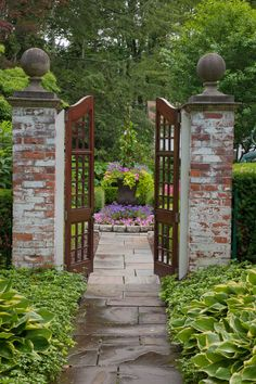 Garden gates 191684527866958706 - Traditional Landscape by Zaremba & Company Source by gussieboy Garden Entrance, Garden Doors, Courtyard Entry, Garden Gates And Fencing, Garden Paths, Fences, Walkway Garden, Garden Hedges, The Secret Garden